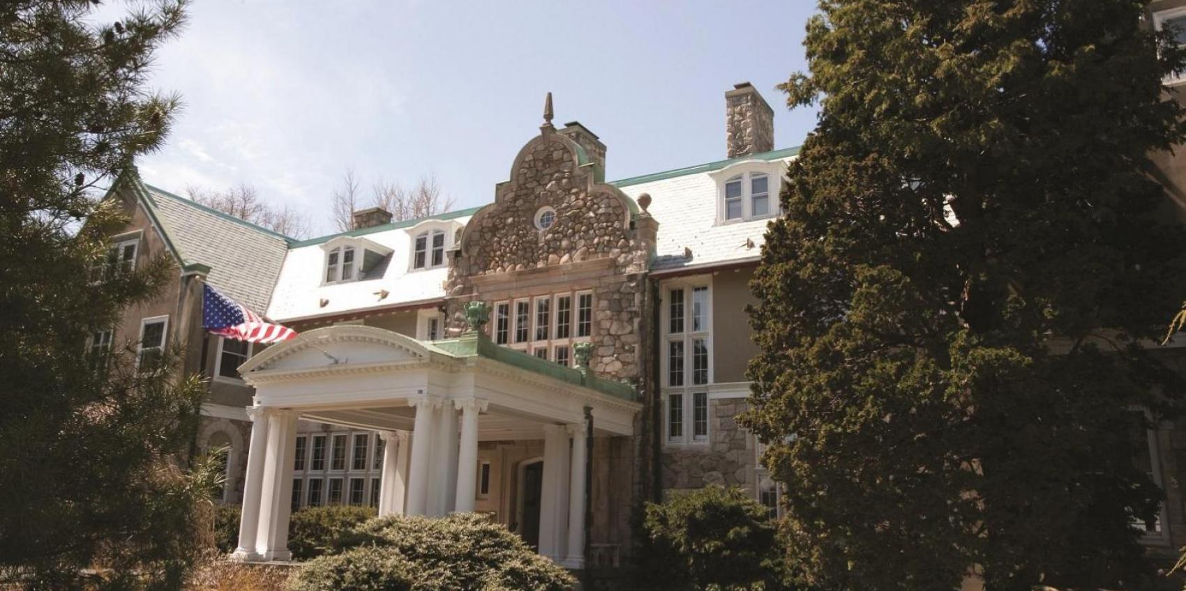 Blithewold mansion gardens arboretum american public gardens association for Blithewold mansion gardens arboretum